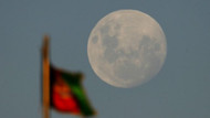 Ay, Dünya'dan uzaklaşıyor