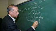 Erdoğan tahtaya yazdı, altına da imzasını attı
