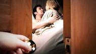 Eşini halasının kocasıyla aynı yatakta gördü...