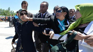 Evren'in cenazesindeki protestocu kadın kim çıktı?
