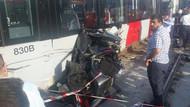 İstanbul'da tramvay otomobili biçti! 2 ölü