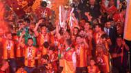 Galatasaray kupayı kaldırdı! 4 yıldızlı şampiyonluk şöleni