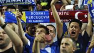 Sahada Bosna Hersek tribünde Flistin