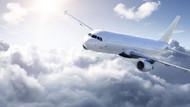 Uçağa saklanan kaçak yolcu çatıya düştü