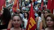 Yunanistan'da halk sokaklarda