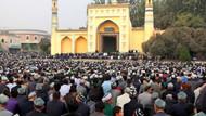 Uygurlar geleneklere göre iftar açıyor