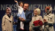 Erdoğan çiftine sahnede evlilik yıldönümü sürprizi