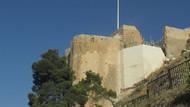 1200 yıllık kaleye beyaz duvar ördüler