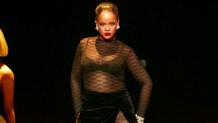 Rihanna'dan yılbaşı hediyesi seksi dans