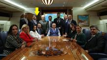 Ahmet Hakan, Erdoğan'ın uçağındaki fotoğraf çekiminde kendini gizledi mi?