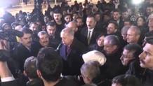 Erdoğan afet bölgesinde inceleme yaparken depreme yakalandı