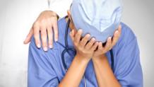 Gittiği hastanede doktoru darp eden genç kız tutuklandı