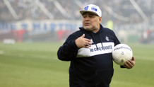 Maradona'dan korona jesti: Maaşımı kesin..