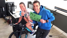 Sanal Bisiklette Rekor Kıracaktı, Eşinin Ayağı Kabloya Takıldı