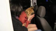 Alkollü kadın eski erkek arkadaşının iş yerinin camlarını kırdı
