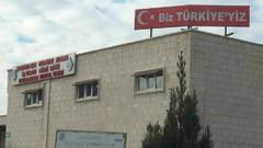 Cezaevinin tepesine Biz Türkiye'yiz yazılı tabela konuldu
