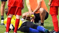 Rakip futbolcu tarafından cinsel organı ısırıldı; 10 dikiş atıldı