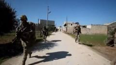 Türk askeri çatışmaların çıktığı Sarmin'e ilerliyor