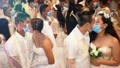 Toplu düğünde corona önlemi! Maskeleri takıp evlendiler