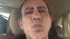 Haluk Levent'in korona imajı ve öpücük pozu sosyal medyayı salladı