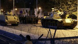 15 Temmuz askeri darbe girişimi! Saat saat Türkiye'nin en uzun gecesi
