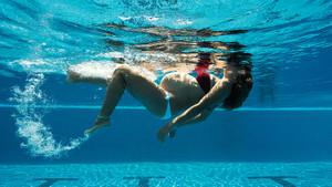 Hamileler tatilde denize ve havuza nasıl girmeli?
