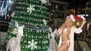 Ciciş Esra'nın beyaz bikinili nostaljik yılbaşı pozu olay oldu