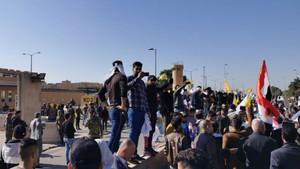 Bağdat'ta ABD Elçiliğine baskın: Büyükelçi kaçtı