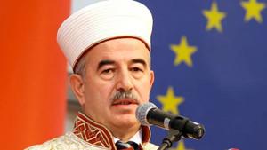 Diyanet eski başkanı Ali Bardakoğlu'na 5 yıldızlı otelin alkol sorusu