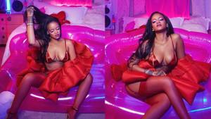 Rihanna'dan iç çamaşırlı poz