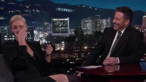 Charlize Theron'dan cinsel fantezi itirafı anlatırken gözyaşlarıyla güldü