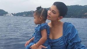 Kylie Jenner: Dört çocuk annesi olmak için sabırsızlanıyorum