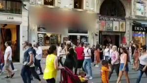 İstiklal Caddesi'nde +18 görüntüler! Görenlerin ağzı açık kaldı