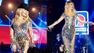 Seda Sayan konserinde giydiği iç çamaşırsız elbisesiyle dikkatleri üzerine çekti