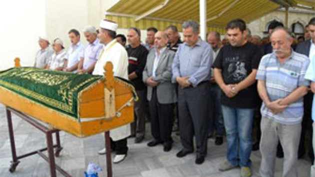 Bülent Arınç'tan Vakit'e jest! Cenazede gazeteyi nasıl övdü?