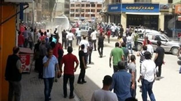 Reyhanlı'da göstericiler taşladı, polis müdahale etti!