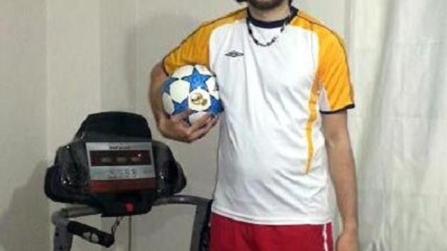 Mustafa'yı futbol aşkı ayağa kaldırdı!