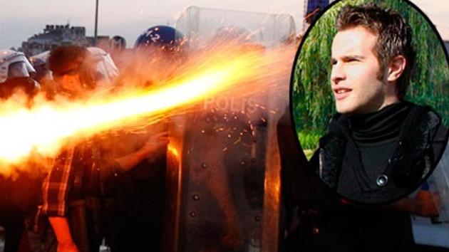 Oyuncu Özgür Çevik gaz fişeğiyle yaralandı!