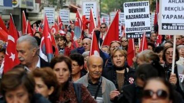 Üç büyük şehirde türban protestosu!