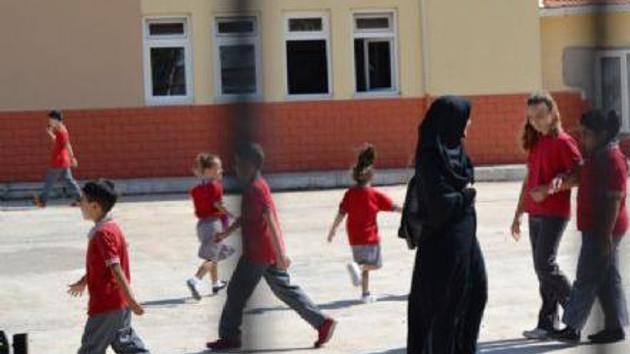 Tesettürlü öğretmen Elif Kısa'ya soruşturma!