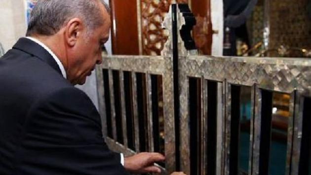 Erdoğan Eyüp Sultan'da Kur-an okudu