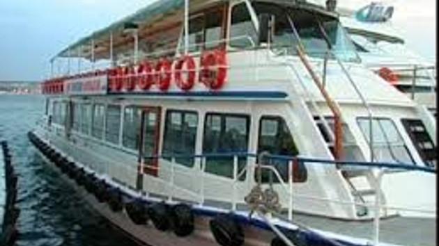 Gezi teknesi Ortaköy'de iskeleye çarptı: 20 yaralı