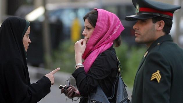 İran'da devrim gibi karar