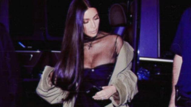 Kim Kardashian yine iç çamaşırsız!