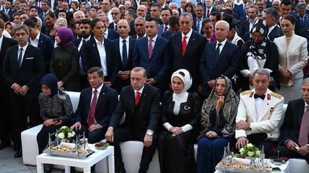 Hürriyet Yazarı: Saraydaki 30 Ağustos resepsiyonunda Kur'an okunması anormal