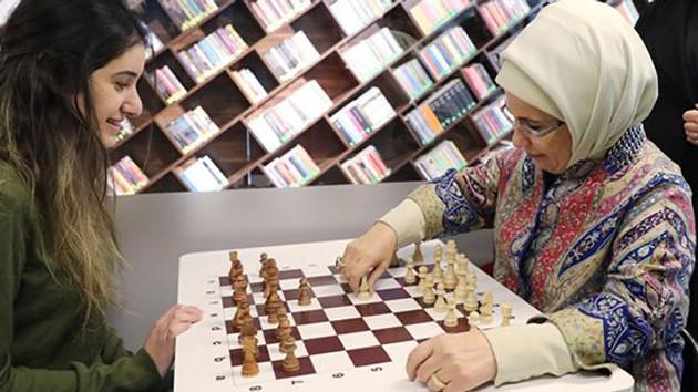 Emine Erdoğan'dan hatalı satranç hamlesi