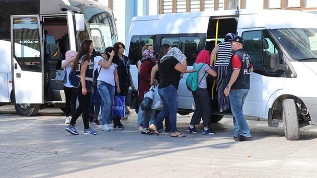 Denizli'de eskort dolandırıcılığı operasyonu: 26 gözaltı