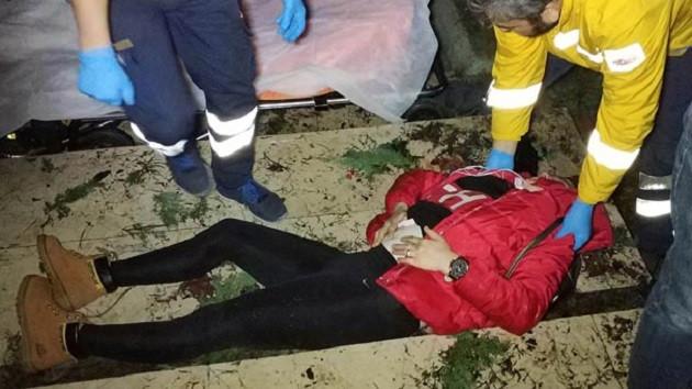 Genç kadın parkta silahla vurulmuş halde bulundu