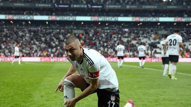 Beşiktaş'ta Galatasaray maçı için Burak Yılmaz'a izin çıkmadı