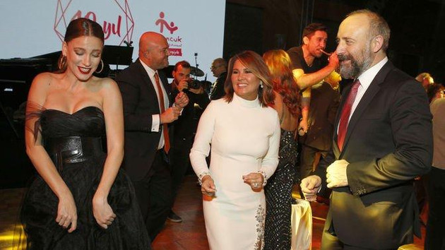 Halit Ergenç ve Serenay Sarıkaya'nın dansları olay oldu